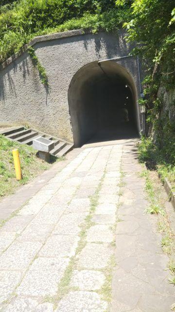 観音崎の手堀りのトンネル