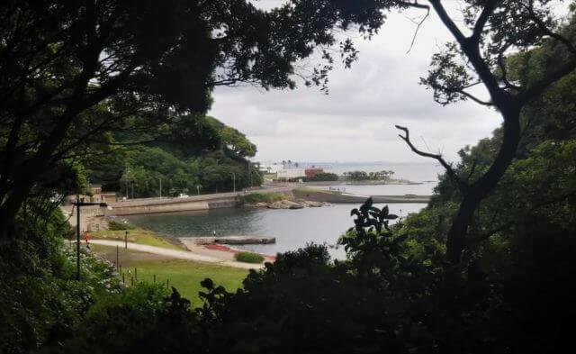 山の小路から観音崎京急ホテルを望む