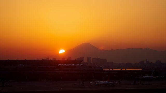 夕陽の空港