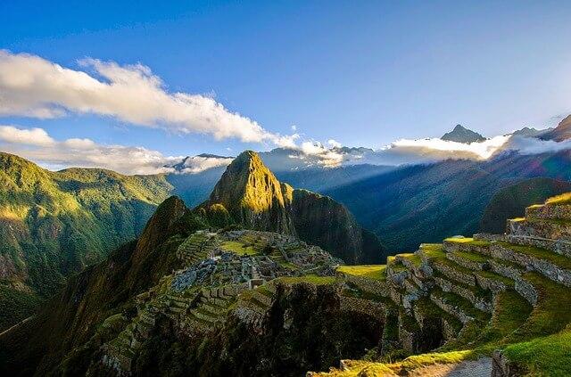 マチュピチュとペルーの山々