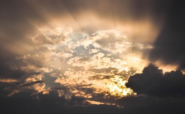 神秘的な空と雲