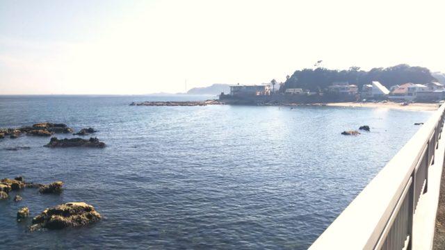 観音崎大橋の浜は鏡のような穏やかさ
