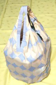 袋の中身が見えにくい形