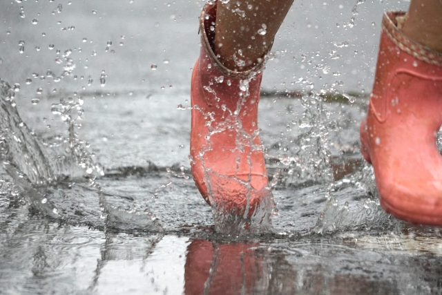 水たまりと長靴