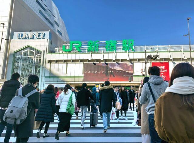 冬の新宿駅