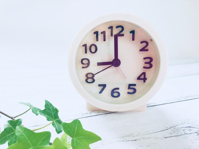 時計は9時