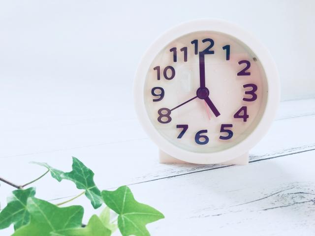 時計は5時