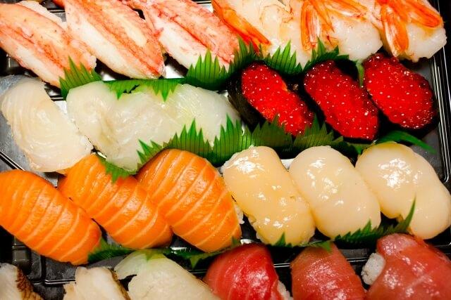 サケ、エビ、カニの寿司