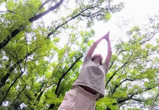 森の中でヨガ
