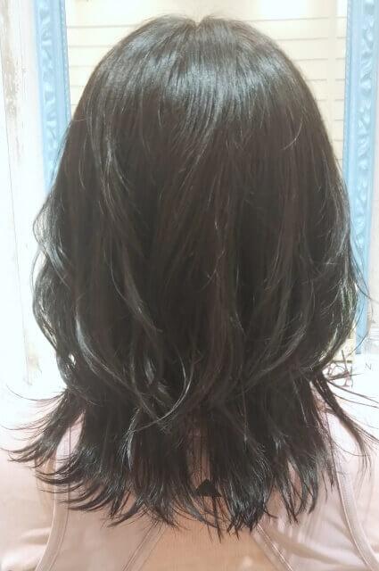 こてで動きをだした髪
