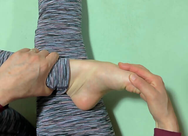 足の甲を伸ばす